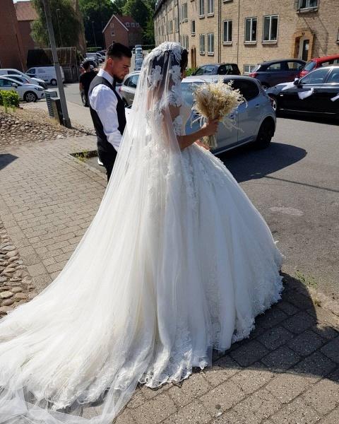 Beautiful Long Princess Off the Shoulder Lace Wedding Dresses_5