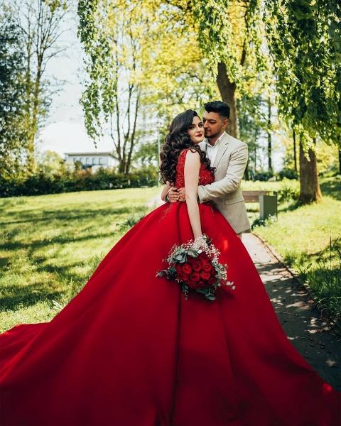 Luxury Long Princess Satin V-neck Wedding Dresses with Lace_7