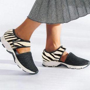 Women's Leopard Velcro Closed Toe Lace Flat Heel Sandals_2