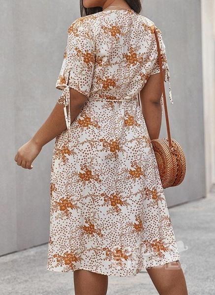 Apricot Plus Size Skater Floral V-Neckline Casual Knee-Length Plus Dress_4