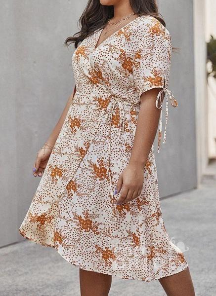 Apricot Plus Size Skater Floral V-Neckline Casual Knee-Length Plus Dress_3