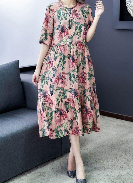 Rose Plus Size Floral Round Neckline Casual Ruffles Midi Plus Dress_1
