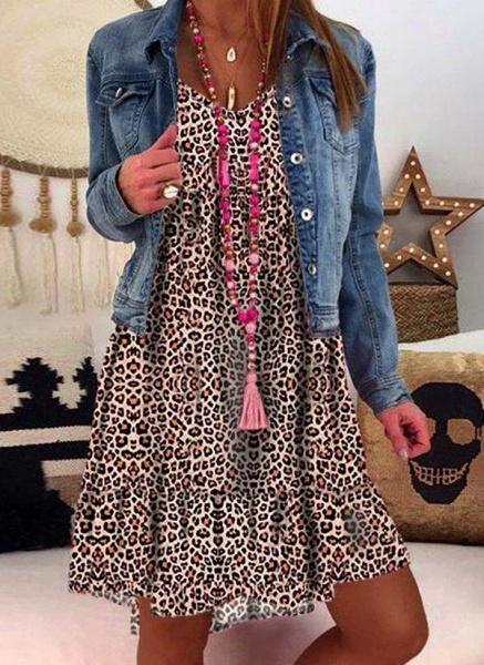 Gray Plus Size Tunic Leopard V-Neckline Casual Knee-Length Plus Dress_3