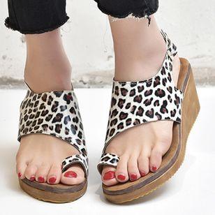 Women's Buckle Toe Ring Cloth Wedge Heel Sandals_1