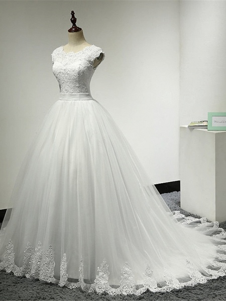 Ball Gown Wedding Dresses Scoop Neck Chapel Train Lace Over Tulle Cap Sleeve Glamorous Illusion Detail_3