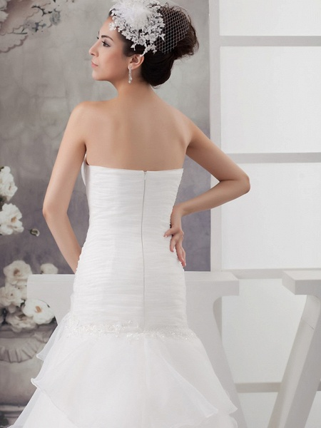 A-Line Sweetheart Neckline Chapel Train Organza Strapless Wedding Dresses_5