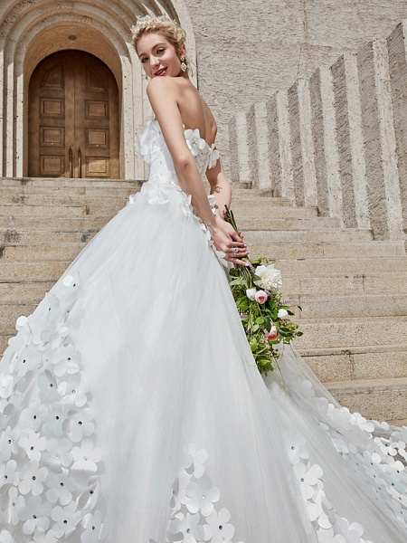 Ball Gown Wedding Dresses Strapless Court Train Tulle Strapless Country Glamorous Plus Size_22