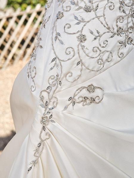 Princess A-Line Wedding Dresses Strapless Chapel Train Satin Sleeveless_7