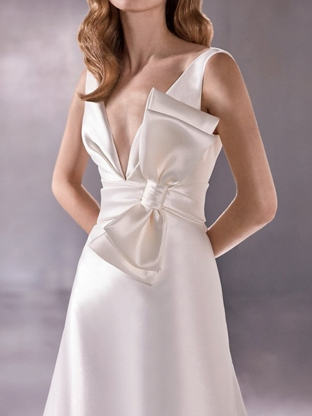 A-Line Wedding Dresses Plunging Neck Sweep \ Brush Train Satin Sleeveless Vintage Plus Size_3