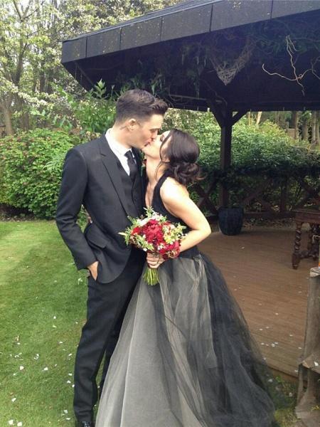 Ball Gown Wedding Dresses Halter Neck Floor Length Satin Tulle Regular Straps Black Modern_2