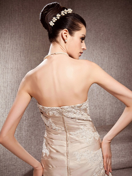 Ball Gown Strapless Court Train Satin Tulle Sleeveless Wedding Dress in Color Wedding Dresses_6