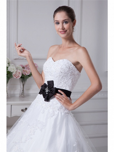 Ball Gown Sweetheart Neckline Chapel Train Lace Satin Tulle Strapless Wedding Dresses_4