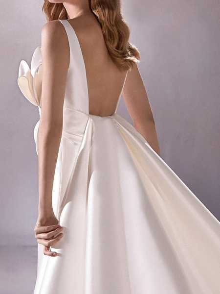 A-Line Wedding Dresses Plunging Neck Sweep \ Brush Train Satin Sleeveless Vintage Plus Size_5