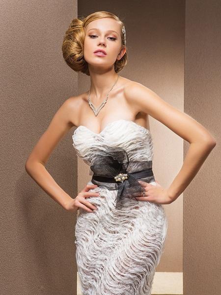 Mermaid \ Trumpet Sweetheart Neckline Court Train Lace Satin Tulle Sleeveless Wedding Dress in Color Wedding Dresses_3