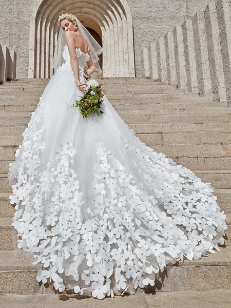 Ball Gown Wedding Dresses Strapless Court Train Tulle Strapless Country Glamorous Plus Size_11