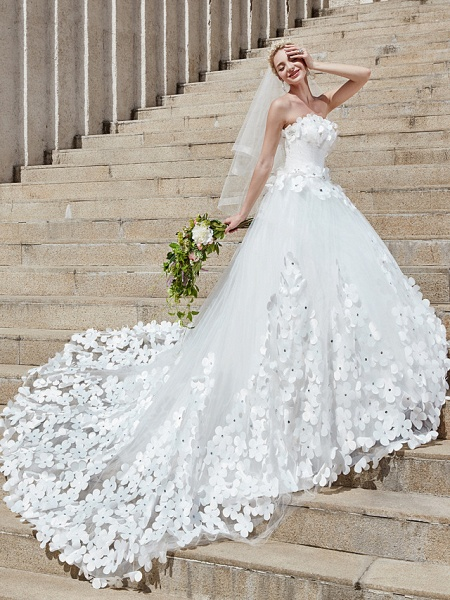 Ball Gown Wedding Dresses Strapless Court Train Tulle Strapless Country Glamorous Plus Size_3
