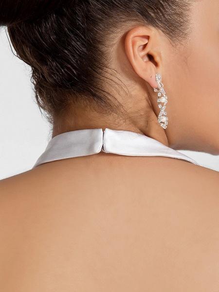 Ball Gown V Neck Court Train Taffeta Regular Straps Glamorous Vintage Plus Size Backless Wedding Dresses_10