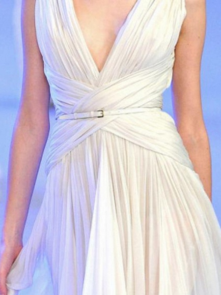 A-Line Wedding Dresses V Neck Sweep \ Brush Train Tulle Regular Straps Casual Plus Size_2