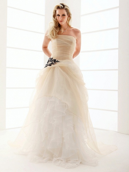 Princess A-Line Wedding Dresses Strapless Floor Length Organza Sleeveless Wedding Dress in Color_1
