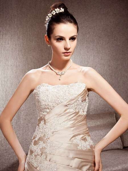 Ball Gown Strapless Court Train Satin Tulle Sleeveless Wedding Dress in Color Wedding Dresses_5