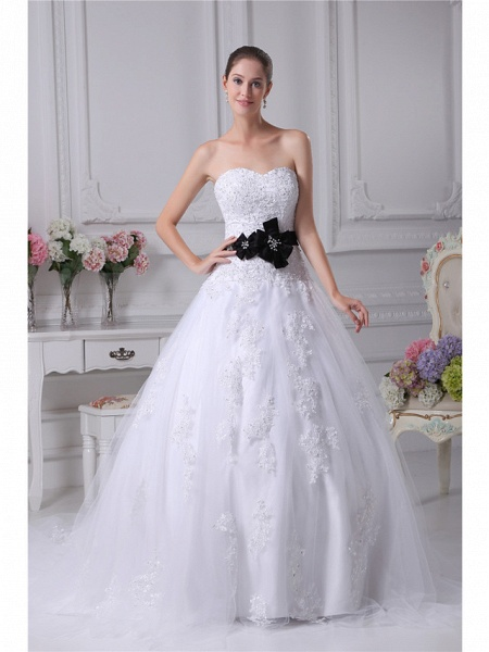 Ball Gown Sweetheart Neckline Chapel Train Lace Satin Tulle Strapless Wedding Dresses_1