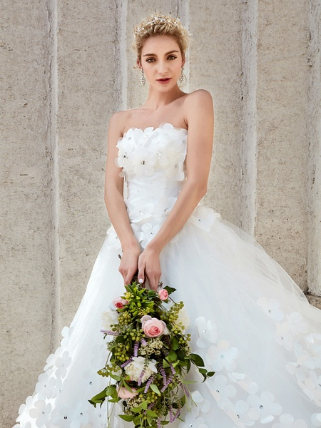 Ball Gown Wedding Dresses Strapless Court Train Tulle Strapless Country Glamorous Plus Size_21
