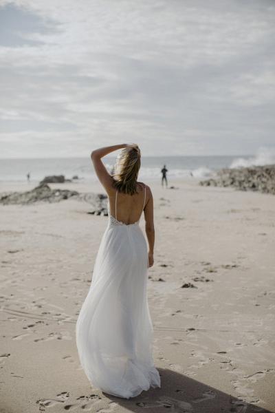 A-line Spaghetti Strap Appliques Backless Wedding Dress_2