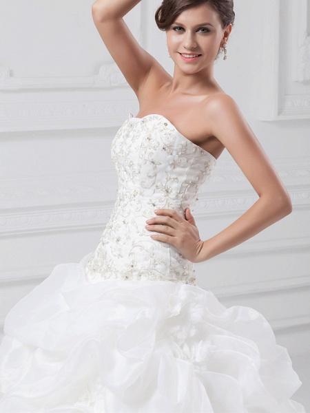 Ball Gown Sweetheart Neckline Chapel Train Organza Satin Strapless Wedding Dresses_5