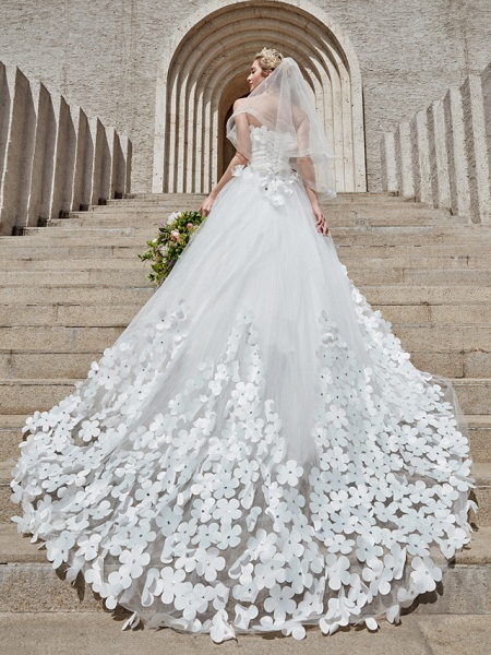 Ball Gown Wedding Dresses Strapless Court Train Tulle Strapless Country Glamorous Plus Size_10