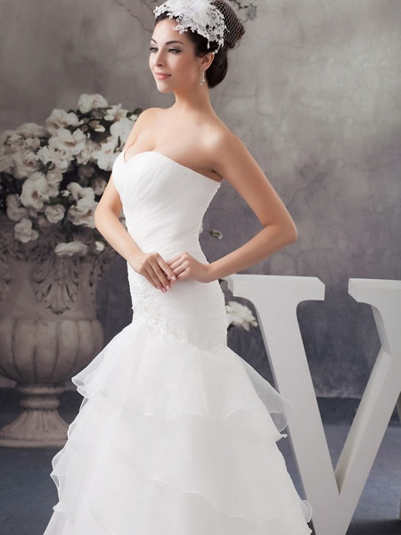 A-Line Sweetheart Neckline Chapel Train Organza Strapless Wedding Dresses_4