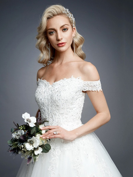Ball Gown Wedding Dresses Off Shoulder Court Train Lace Tulle Short Sleeve Romantic Sparkle & Shine_10