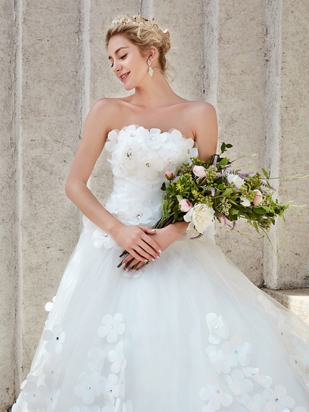 Ball Gown Wedding Dresses Strapless Court Train Tulle Strapless Country Glamorous Plus Size_20