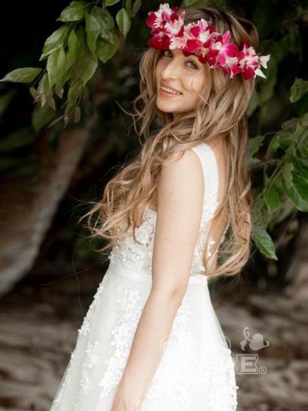 Elegant Champagne Appliques A-line Lace Wedding Dress_3