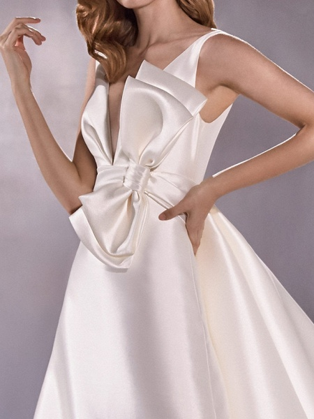 A-Line Wedding Dresses Plunging Neck Sweep \ Brush Train Satin Sleeveless Vintage Plus Size_4