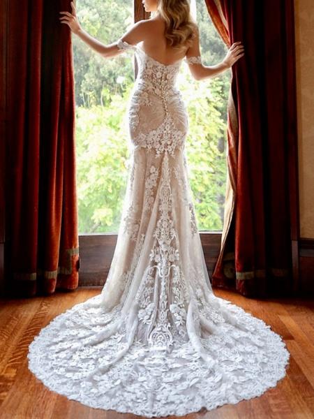 Sheath \ Column Sweetheart Neckline Chapel Train Lace Sleeveless Vintage Sexy Wedding Dress in Color Wedding Dresses_2