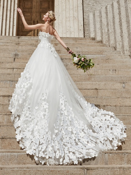 Ball Gown Wedding Dresses Strapless Court Train Tulle Strapless Country Glamorous Plus Size_16