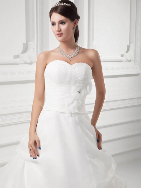 A-Line Sweetheart Neckline Chapel Train Organza Satin Strapless Wedding Dresses_4