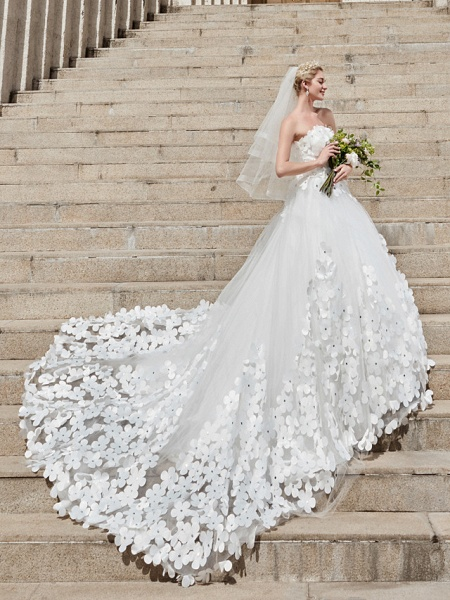 Ball Gown Wedding Dresses Strapless Court Train Tulle Strapless Country Glamorous Plus Size_8