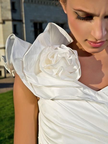 Sheath \ Column Wedding Dresses One Shoulder Asymmetrical Knee Length Taffeta Sleeveless Little White Dress_7