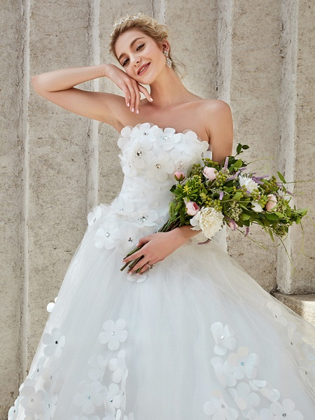 Ball Gown Wedding Dresses Strapless Court Train Tulle Strapless Country Glamorous Plus Size_19