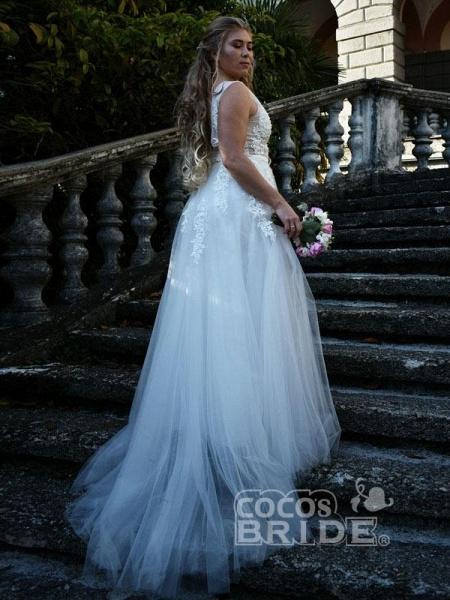 Elegant Champagne Appliques A-line Lace Wedding Dress_5