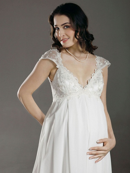 Sheath \ Column Wedding Dresses V Neck Court Train Chiffon Short Sleeve_4