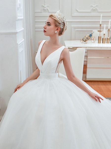 Ball Gown Wedding Dresses V Neck Court Train Tulle Regular Straps Simple Glamorous Backless_5