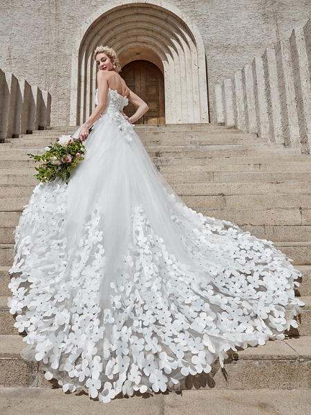Ball Gown Wedding Dresses Strapless Court Train Tulle Strapless Country Glamorous Plus Size_5