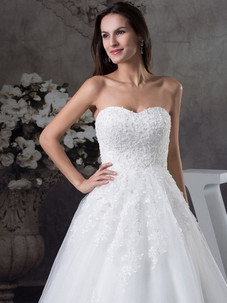 A-Line Sweetheart Neckline Court Train Lace Tulle Strapless Wedding Dresses_4
