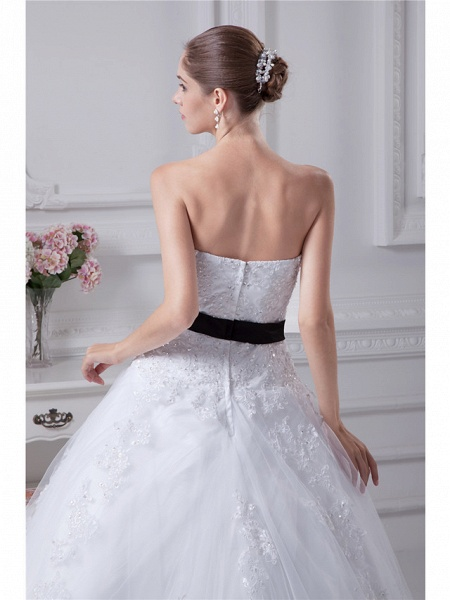 Ball Gown Sweetheart Neckline Chapel Train Lace Satin Tulle Strapless Wedding Dresses_5