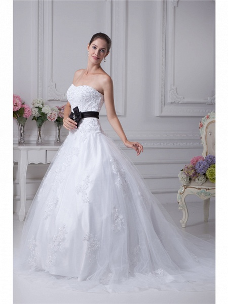 Ball Gown Sweetheart Neckline Chapel Train Lace Satin Tulle Strapless Wedding Dresses_2