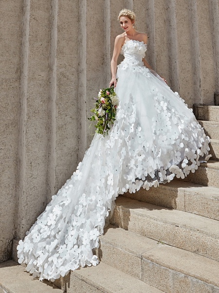 Ball Gown Wedding Dresses Strapless Court Train Tulle Strapless Country Glamorous Plus Size_13