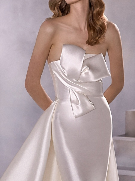 A-Line Wedding Dresses Strapless Court Train Satin Sleeveless Country Plus Size_4